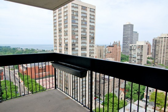 1455 north sandburg bryant house condos for sale or rent for 1460 n sandburg terrace for rent